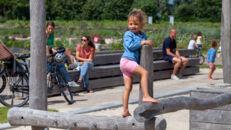 20210817_Oude Dokken_Houtdok_Openbaar Domein_Zitbanken_groen_wandelaars_fietsers_0029.jpg