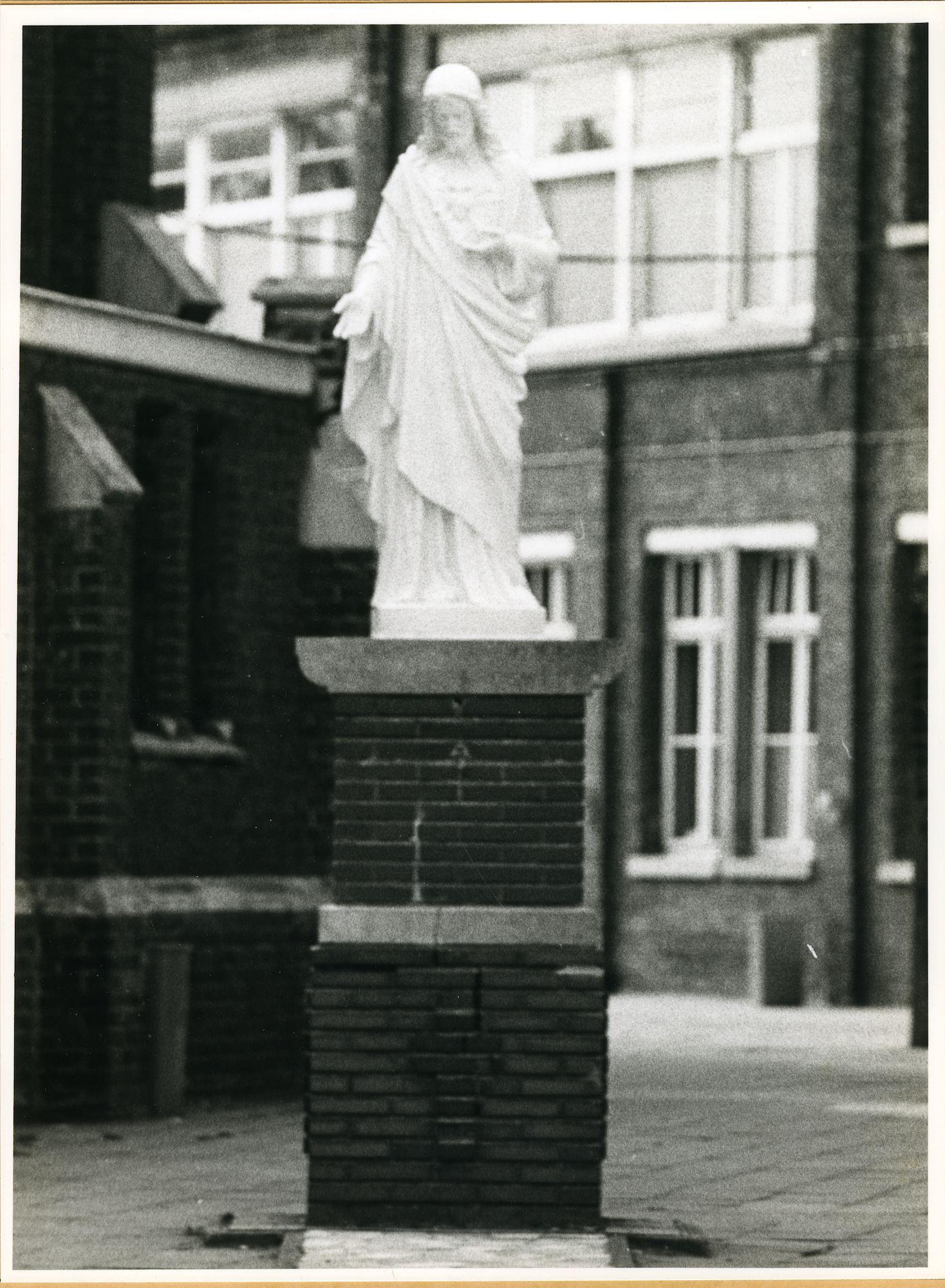 Sint-Denijs-Westrem: Kloosterstraat: Standbeeld, 1979