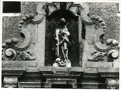 Gent: Gravin Johannastraat 7: nisbeeld: Heilige Christina, 1979
