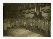 Gent: Koophandelsplein: Justitiepaleis: centrale hal: groepsportret van Duitse militairen van de Etappen-Inspektion (etappe-inspectie) tijdens het kerstfeest, omstreeks 25 december 1915