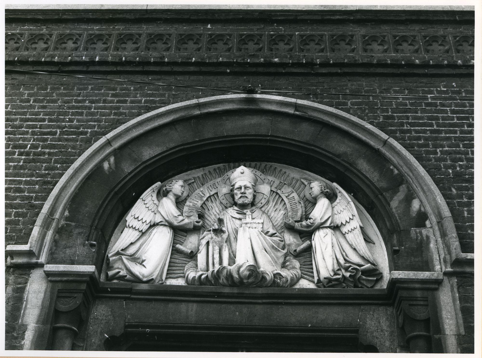 Sint-Amandsberg: Antwerpsesteenweg: Beeldhouwwerk, 1980