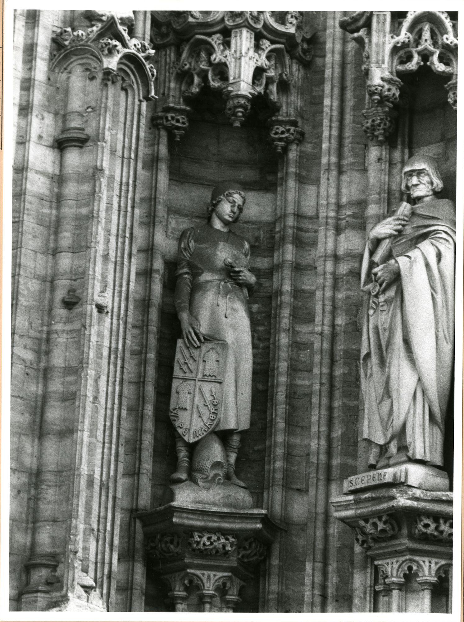 Gent: Botermarkt: stadhuis: nisbeeld: wapenmaker, 1980