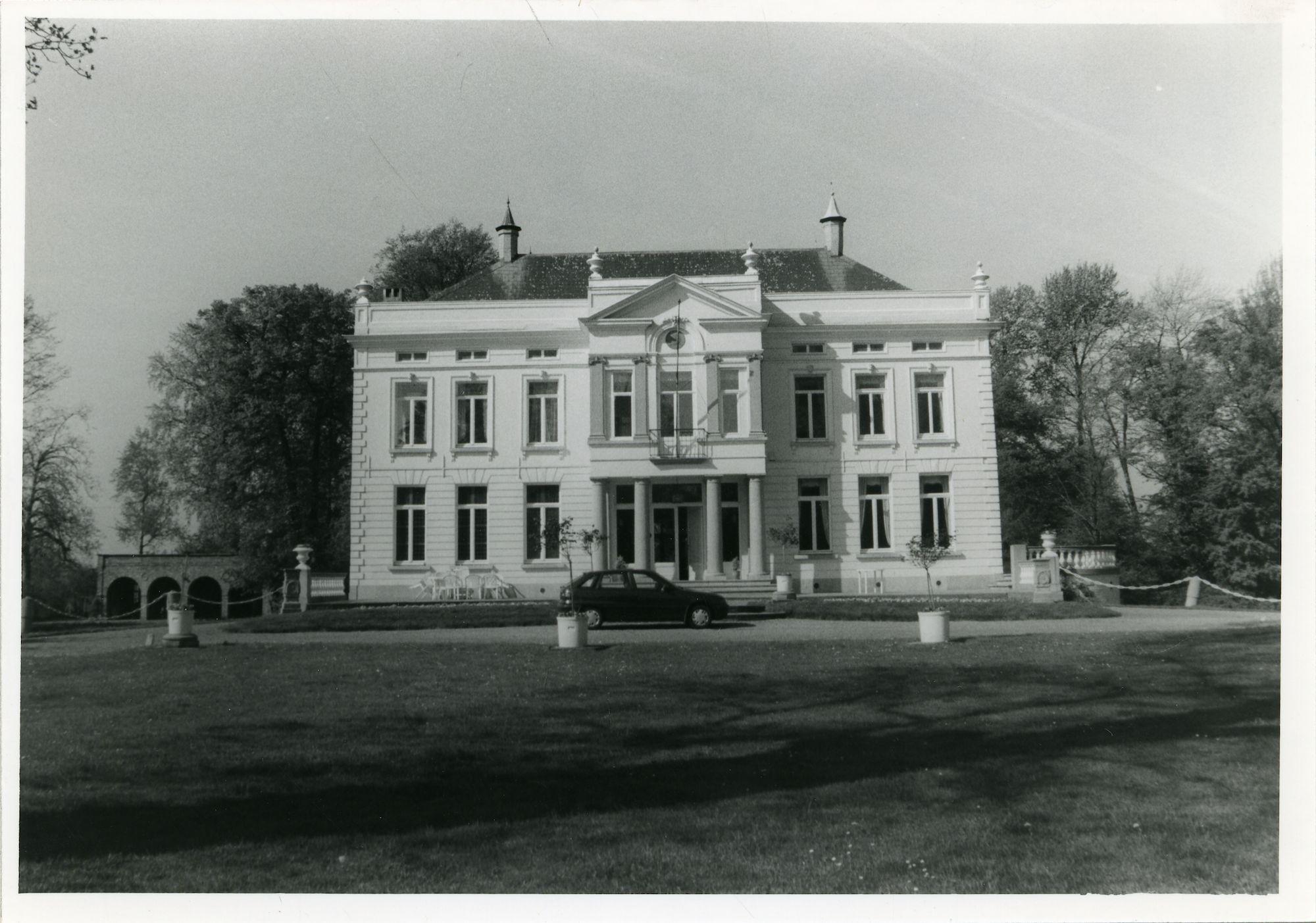 Sint-Denijs-Westrem: Putstraat 26-30: kasteel Puttenhove