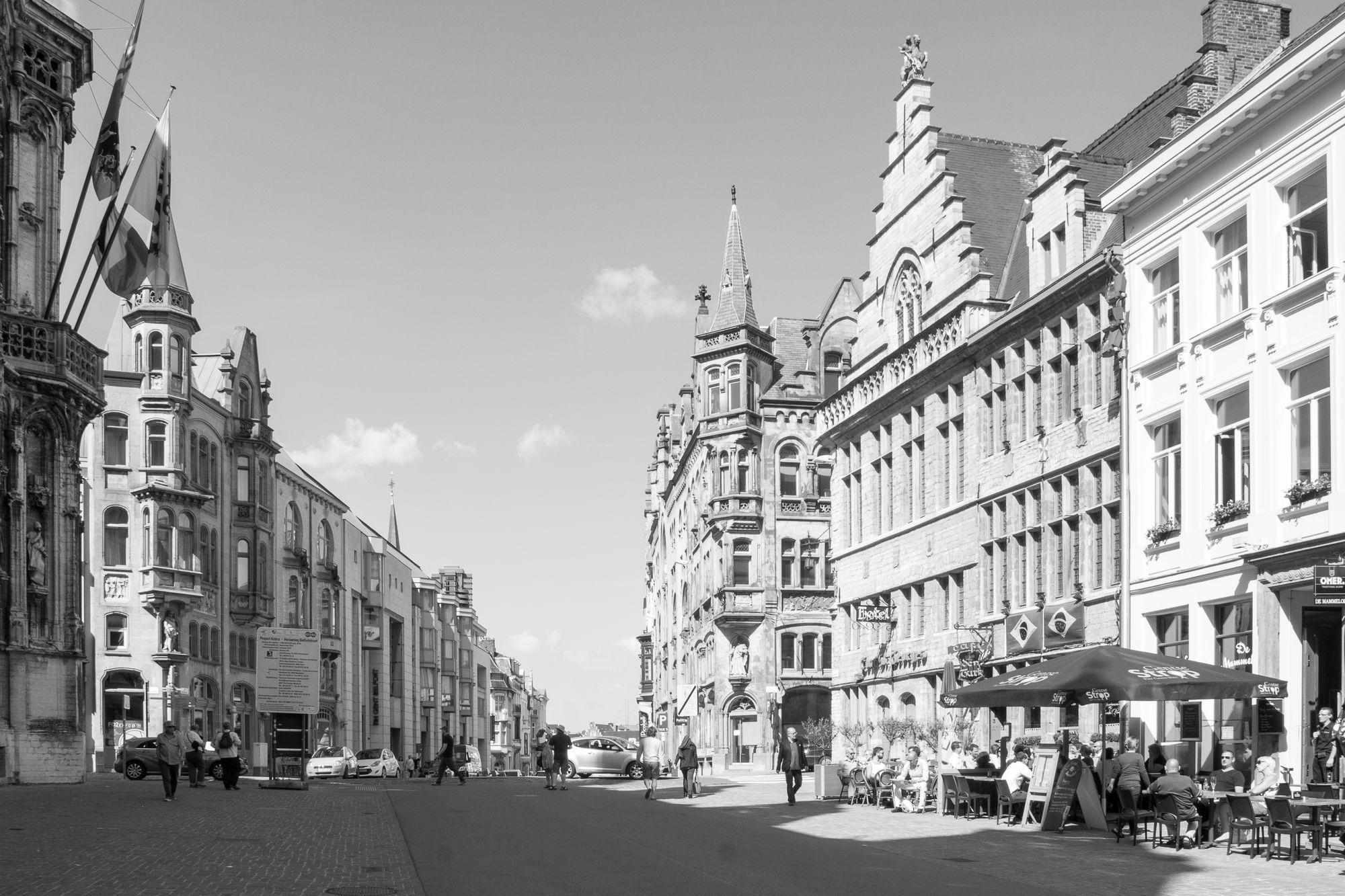 Gent: Botermarkt, met zicht op Belfortstraat