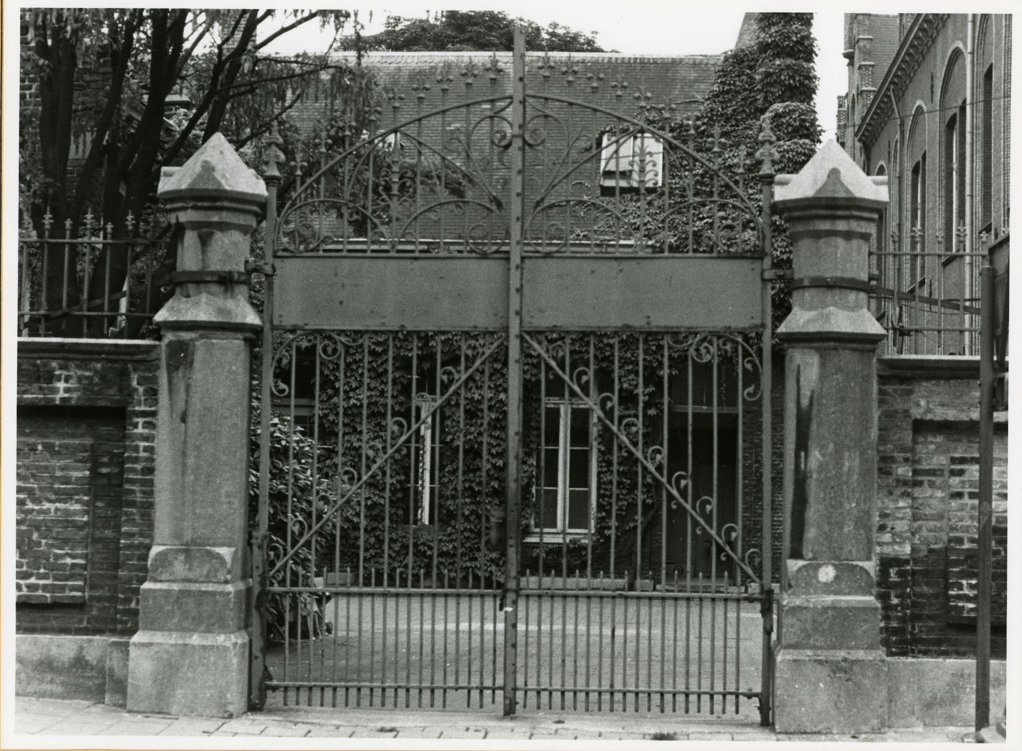 Gent: Hofbouwlaan 26: Gietijzeren hekken