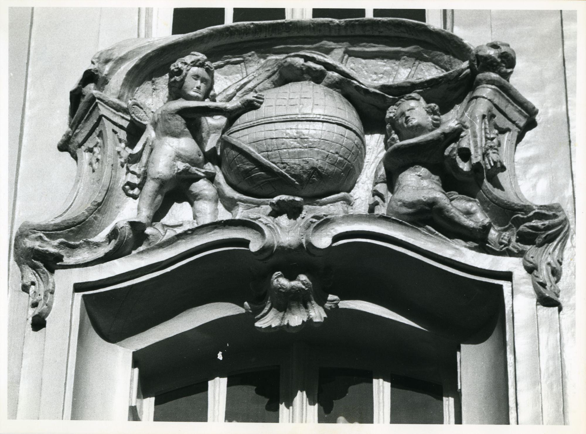 Gent: Veldstraat 82: Beeldhouwwerk, 1979