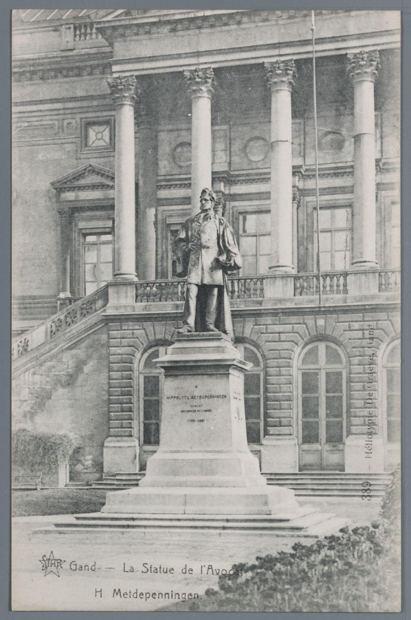 Gent: Koophandelsplein: Justitiepaleis: standbeeld van Hippolyte Metdepenningen