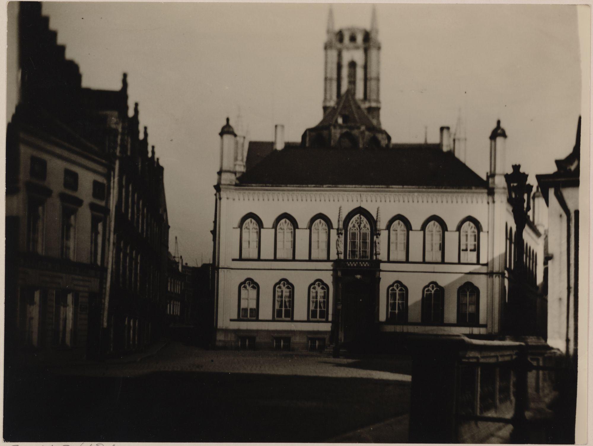 Gent: Bisschopshuis, Bisdomplein