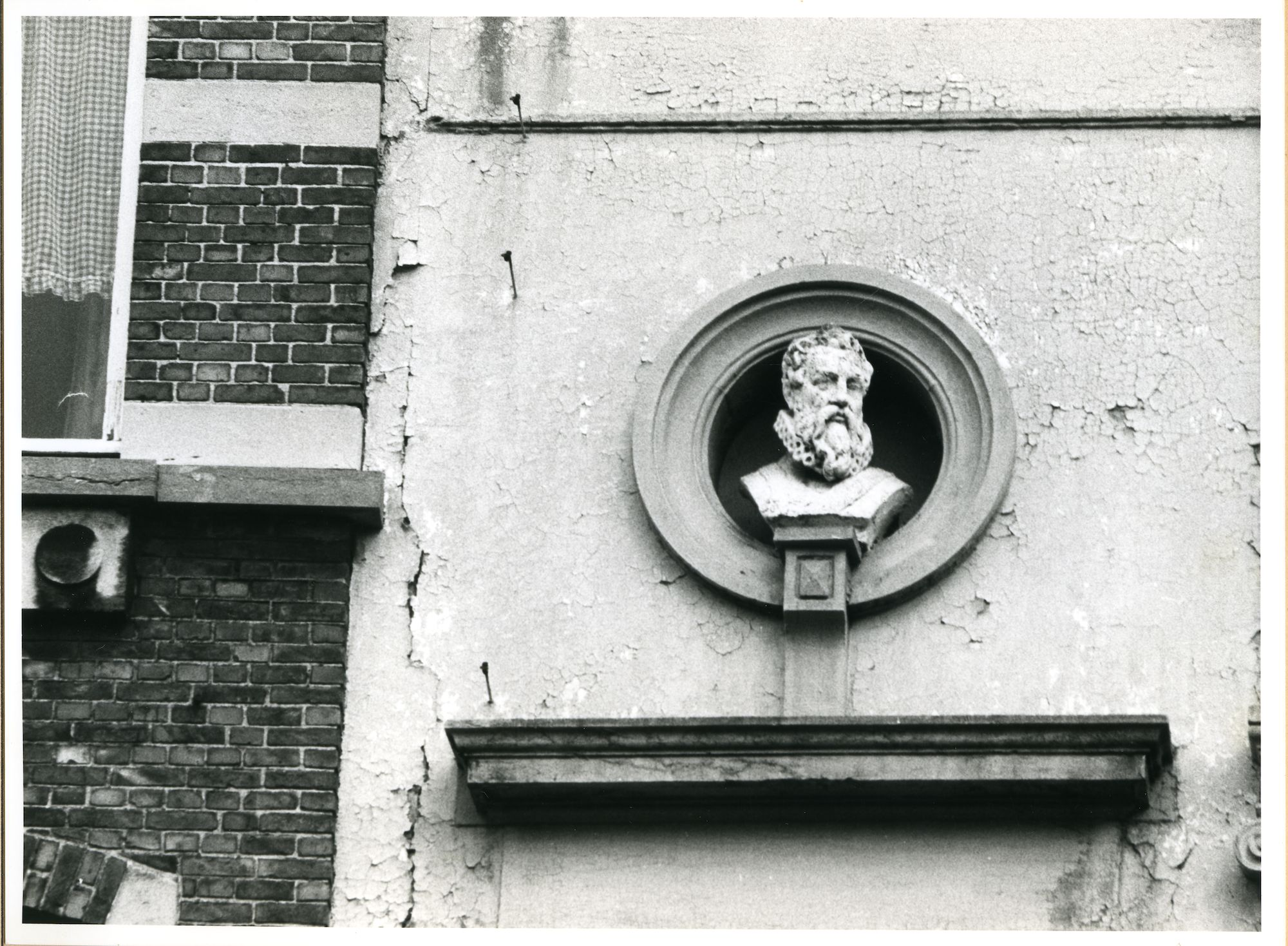 Gent: Walpoortstraat: Buste, 1980