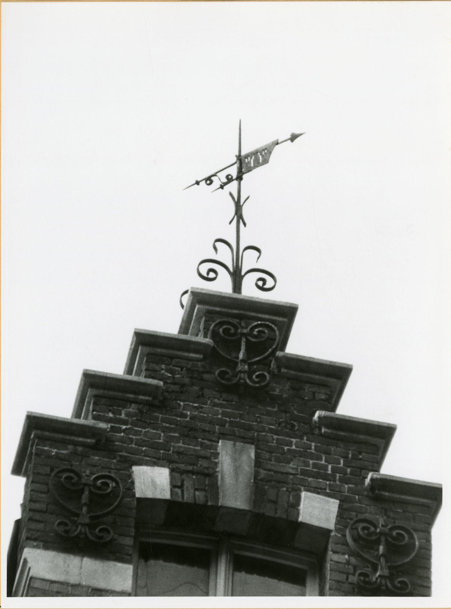 Gent: Fortlaan 52: nokversiering: windwijzer, 1979