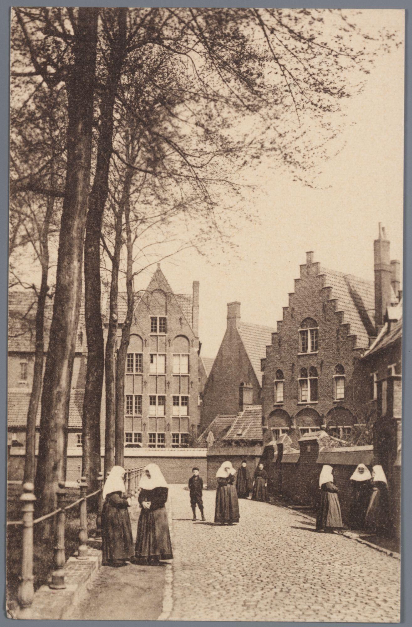 Sint-Amandsberg: Groot Begijnhof: oostelijke zijde van het Sint-Beggaplein (binnenplein)