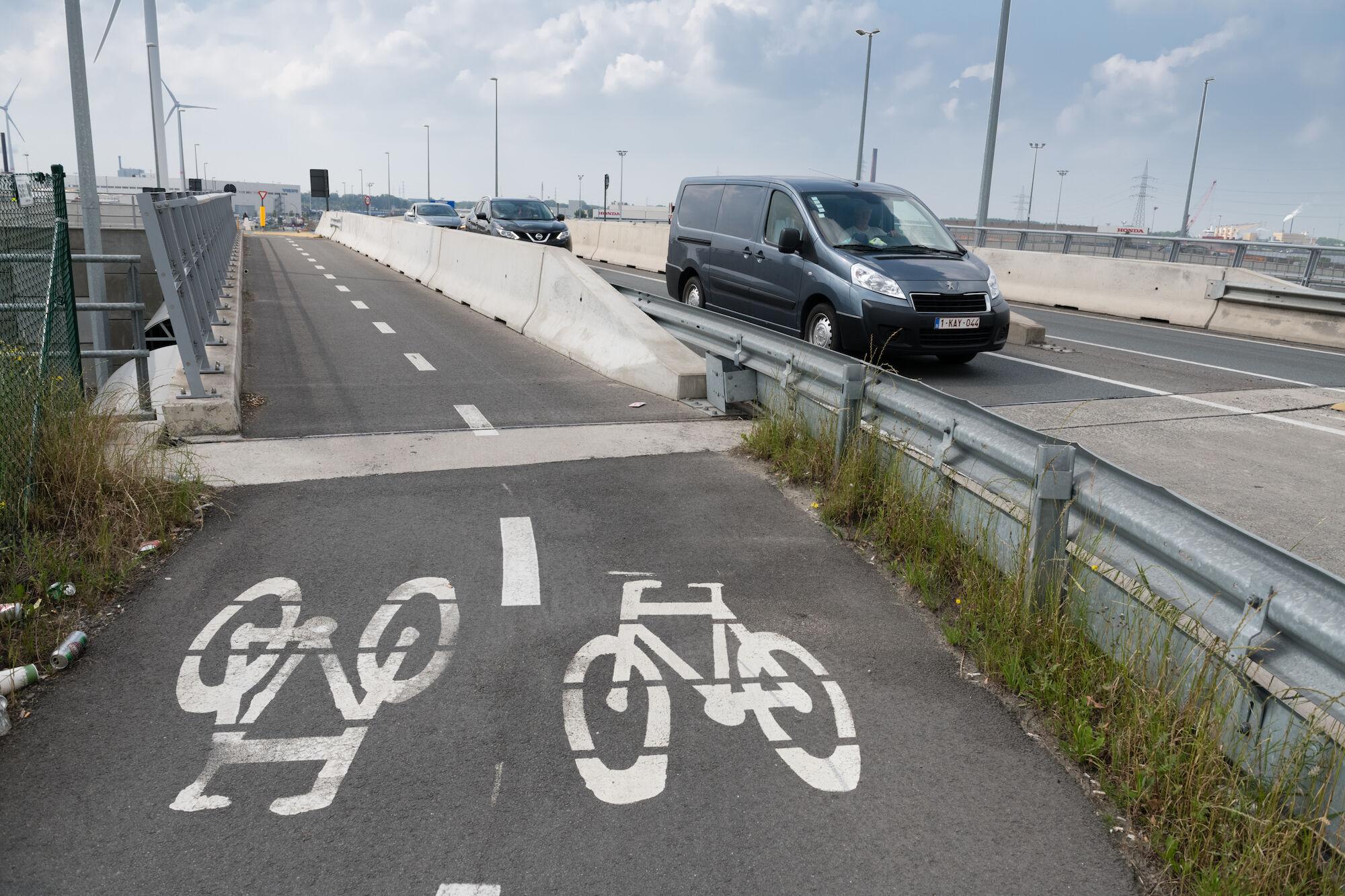 wisselaar kruispunt met fietsroutes Oostakker