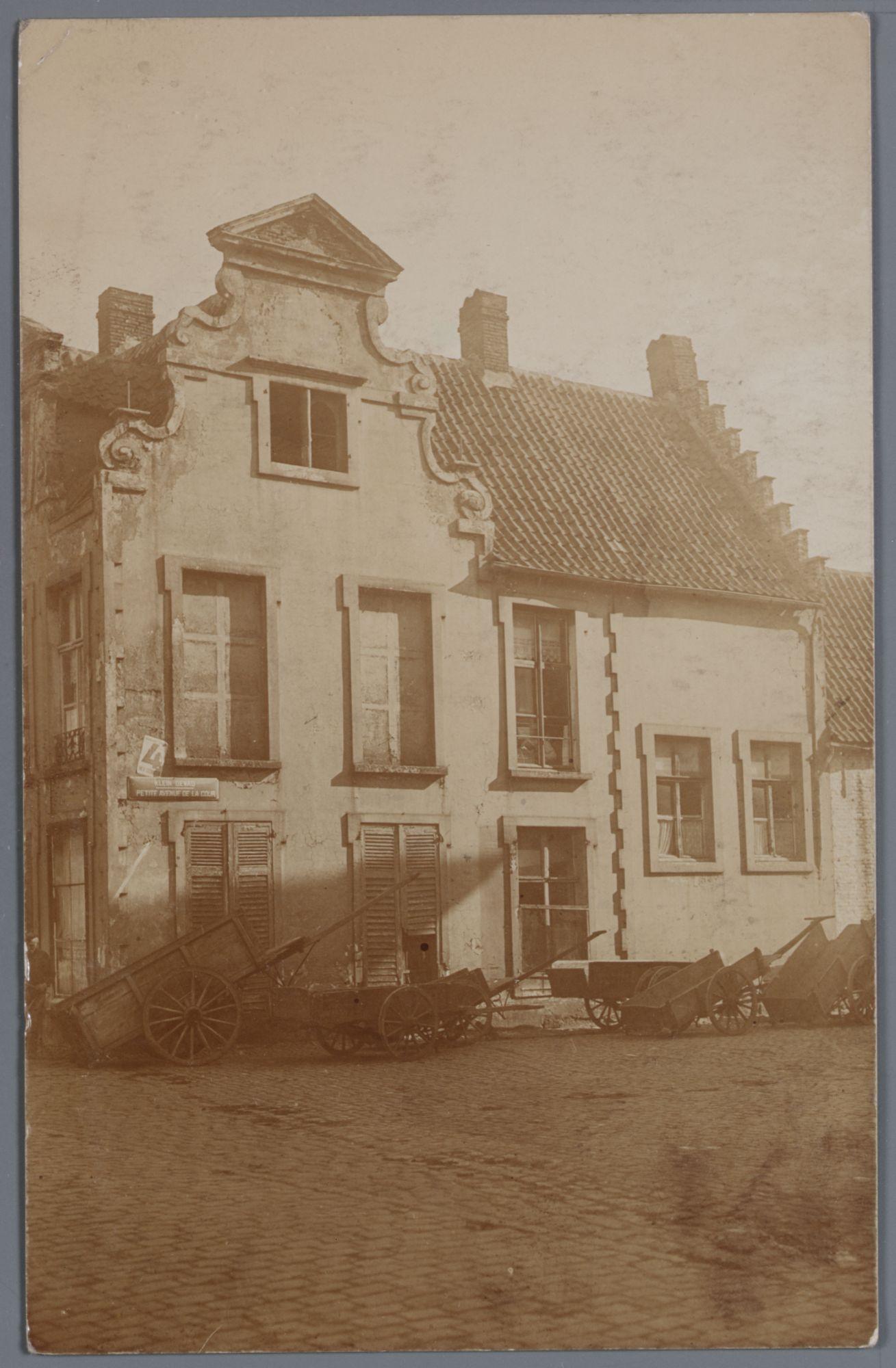 Gent: Lievekaai: hoekhuis en karren