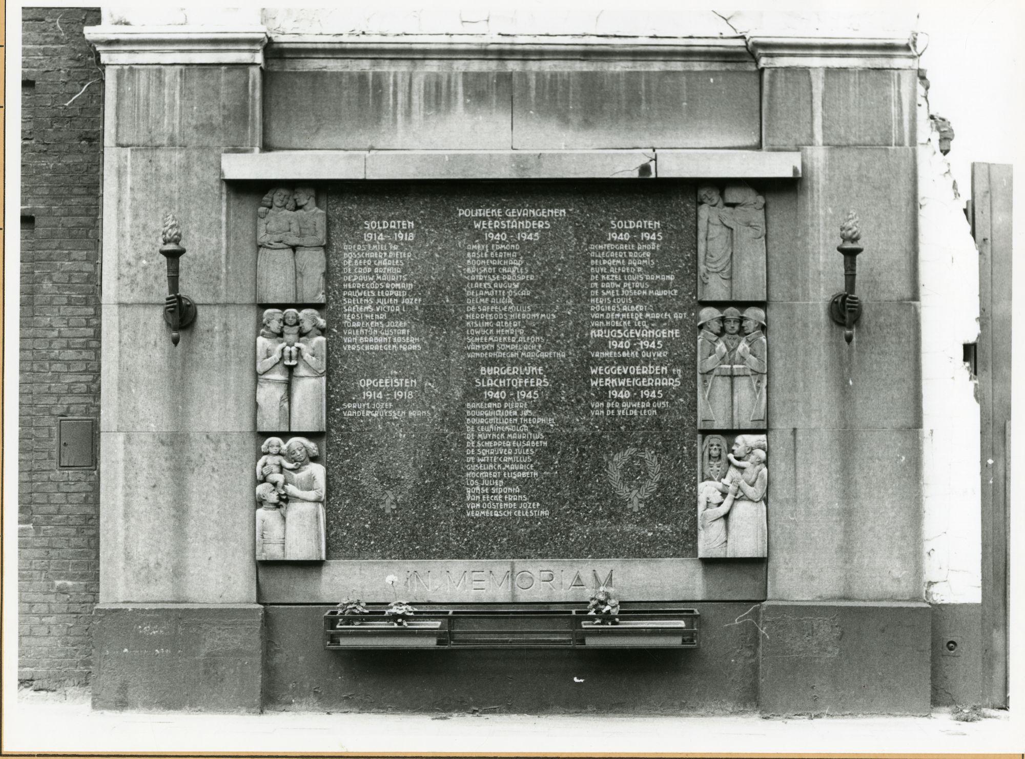 Gent: Dendermondsesteenweg over 191: gedenkplaat: Wereldoorlog I en II, 1979
