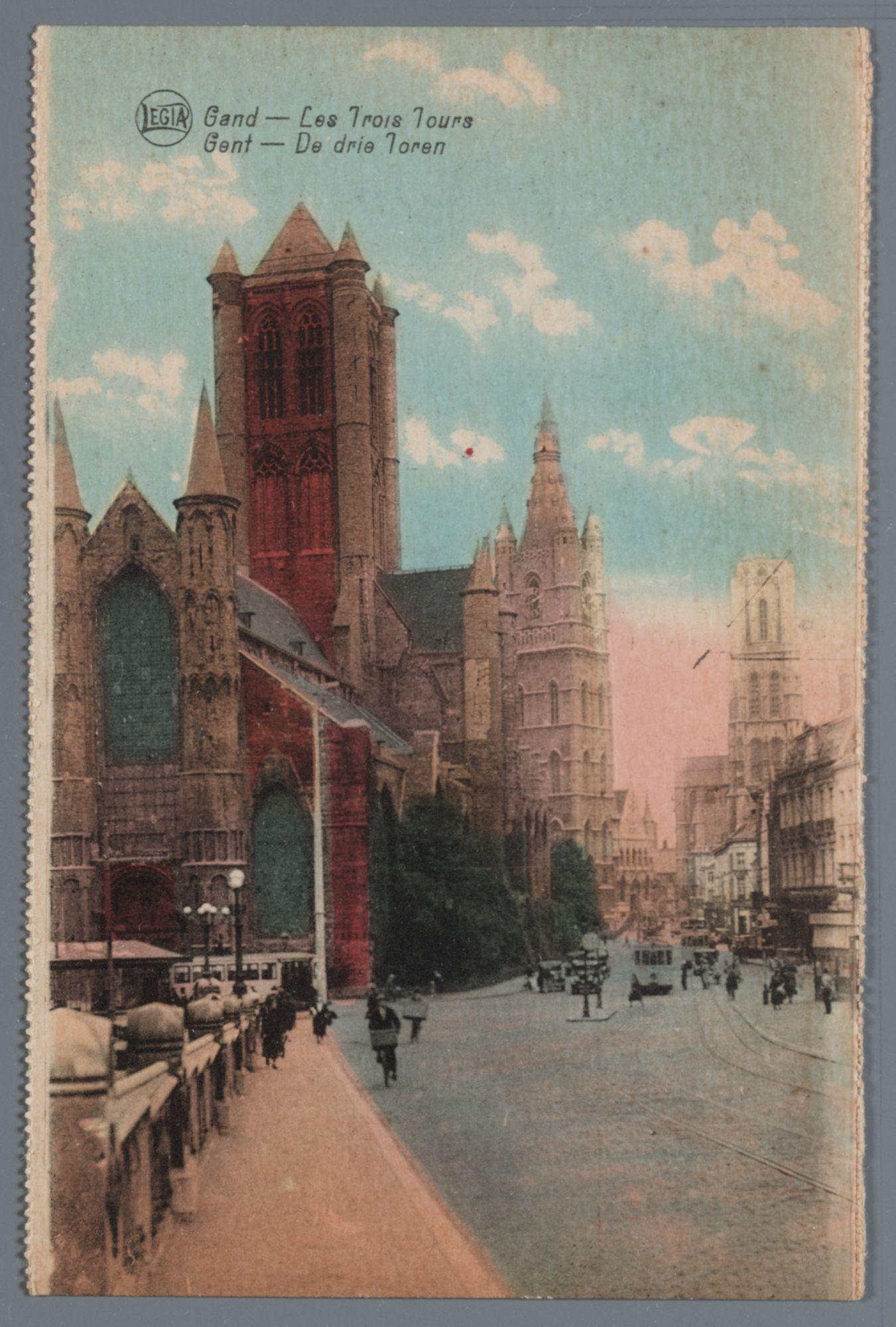 Gent: Sint-Niklaaskerk, Belfort, Sint-Baafskathedraal, trams, fietsers, wandelaars