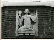 Gent: Coupure Rechts:  Faculteit van de Dierengeneeskunde: gevelsteen: symbolen arbeid: schoonheid, 1979