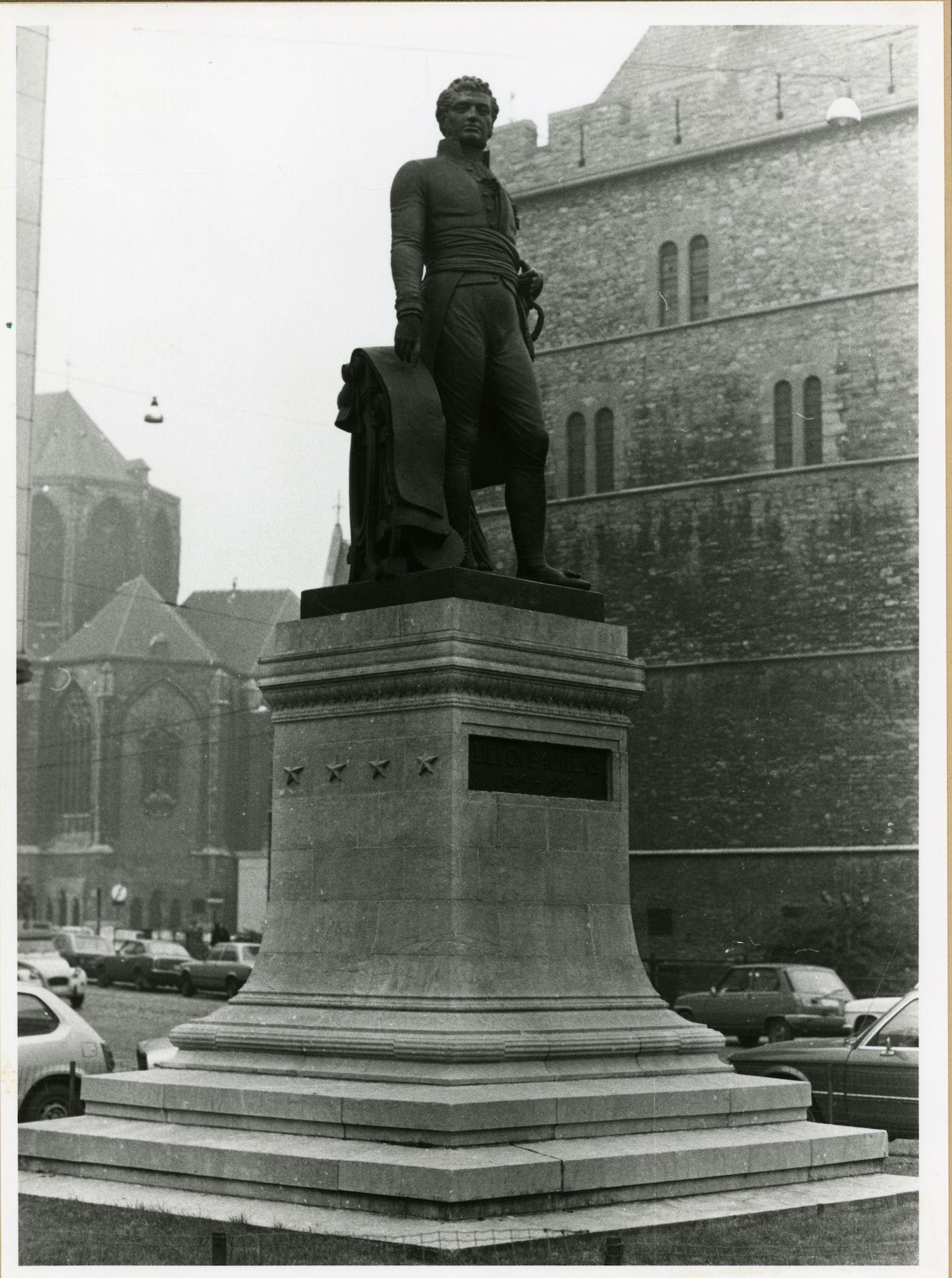 Gent: Lieven Bauwensplein: Standbeeld