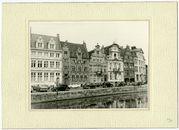 """Gent: Korenlei, met gerestaureerde gevels waaronder """" De Zwaene """" en het huis der Onvrije Schippers."""