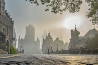 Drie torens in de mist