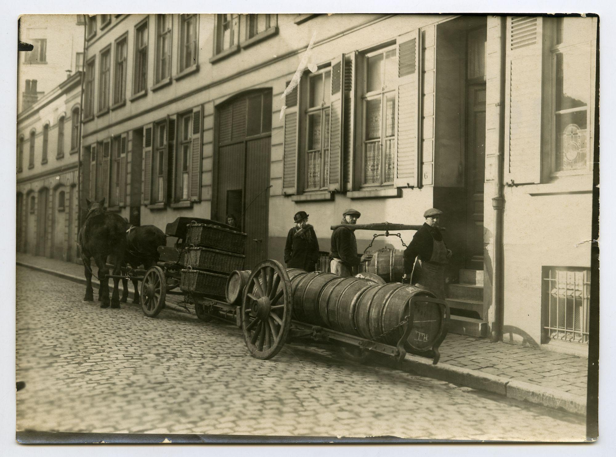 Gent: bieruitzetter met paard en laadkar, 1915-1916
