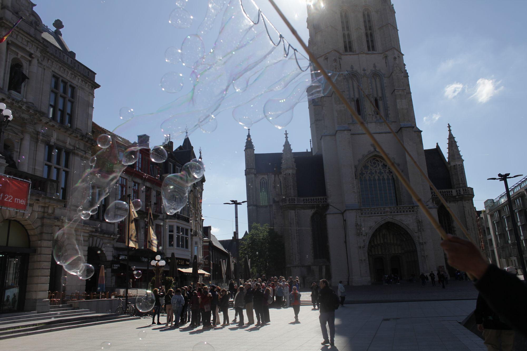 2019-05-14 Stad Gent_St Baafsplein Belfort Zeepbellen_IMG_9824.JPG