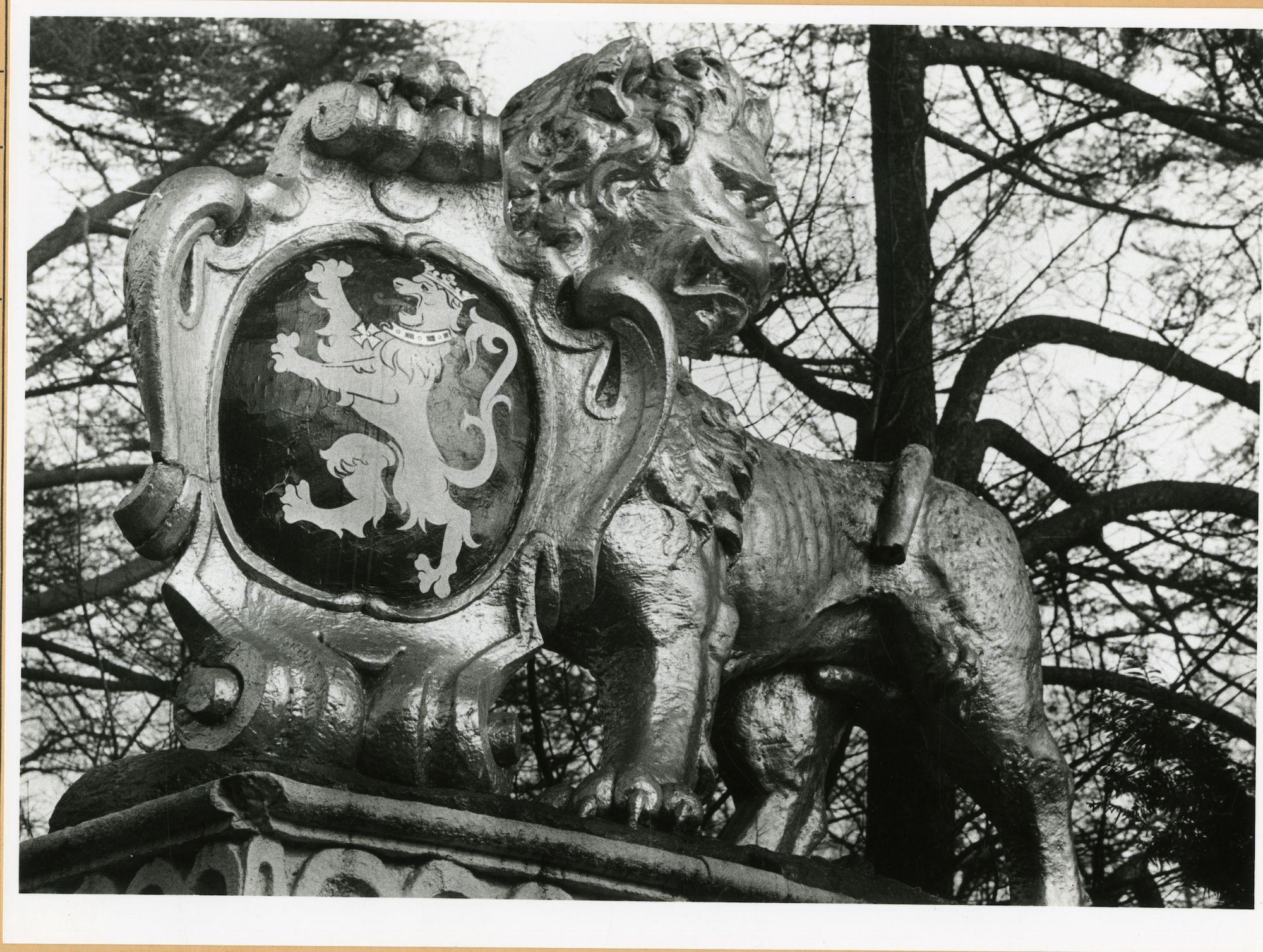 Gent: Citadelpark: standbeeld: leeuw van het Pakhuis, 1979