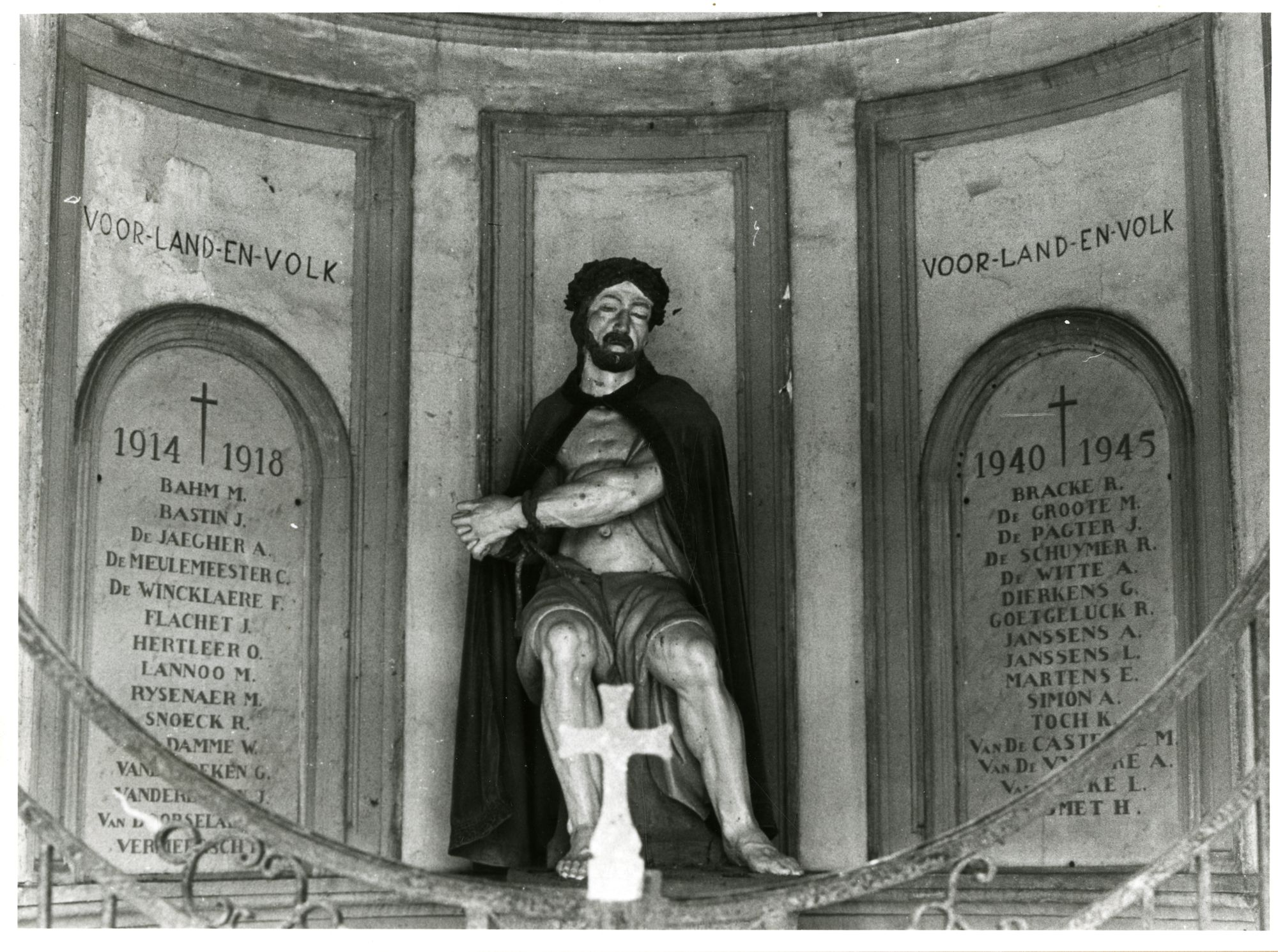 Gent: Begijnhofdries: Ecce Homo kapel en oorlogsmonument, binnenaanzicht, 1980