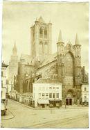 Gent: Sint-Niklaaskerk met Belfort met Gietijzeren spits. Vooraan Korenmarkt en verder Klein Turkije met aangebouwde huizen aan de Sint- Niklaaskerk. Portaal van de kerk met beeld van Sint- Niklaas