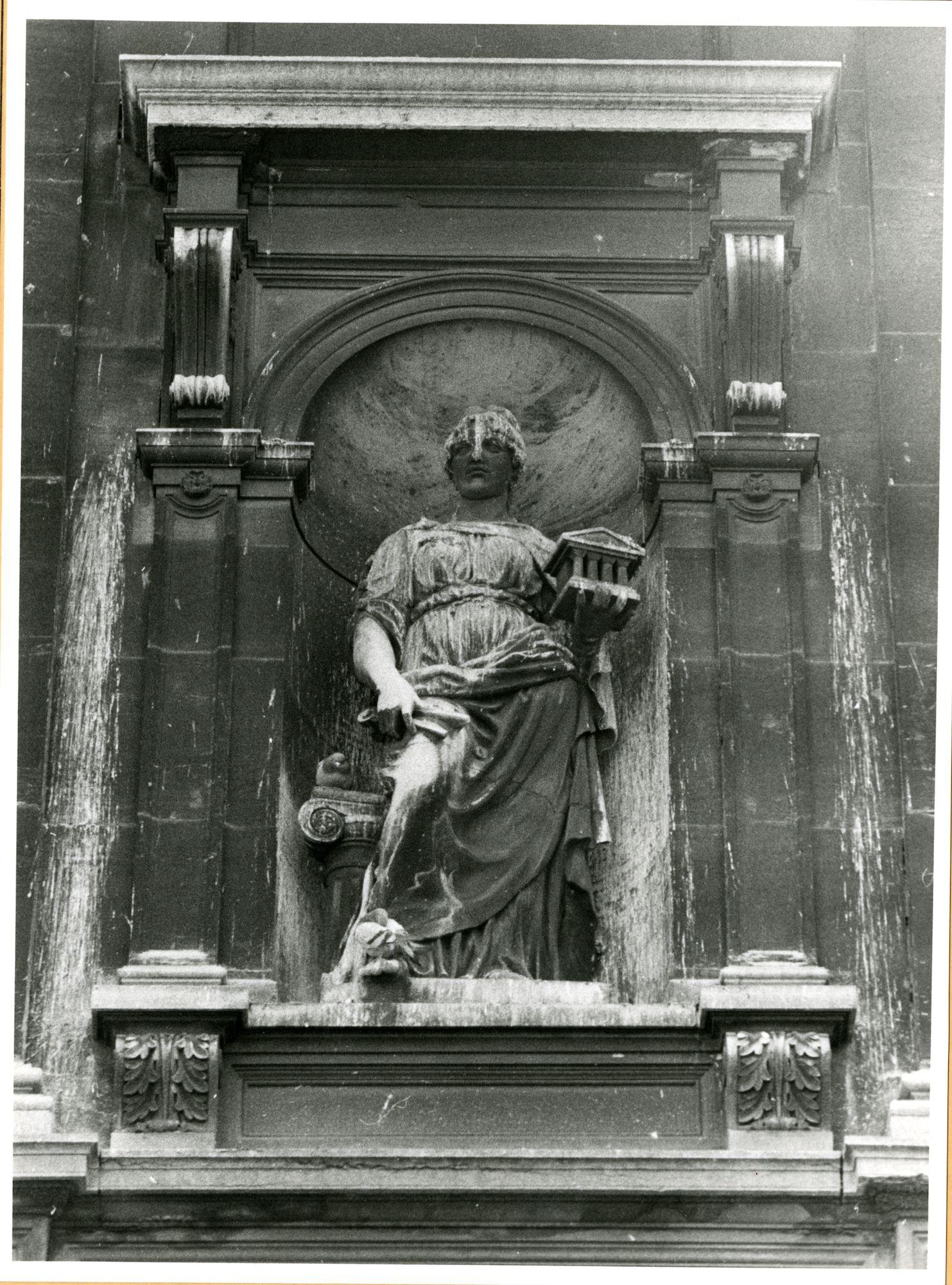 Gent: Jozef Plateaustraat 2: Gevelbeeld, 1979