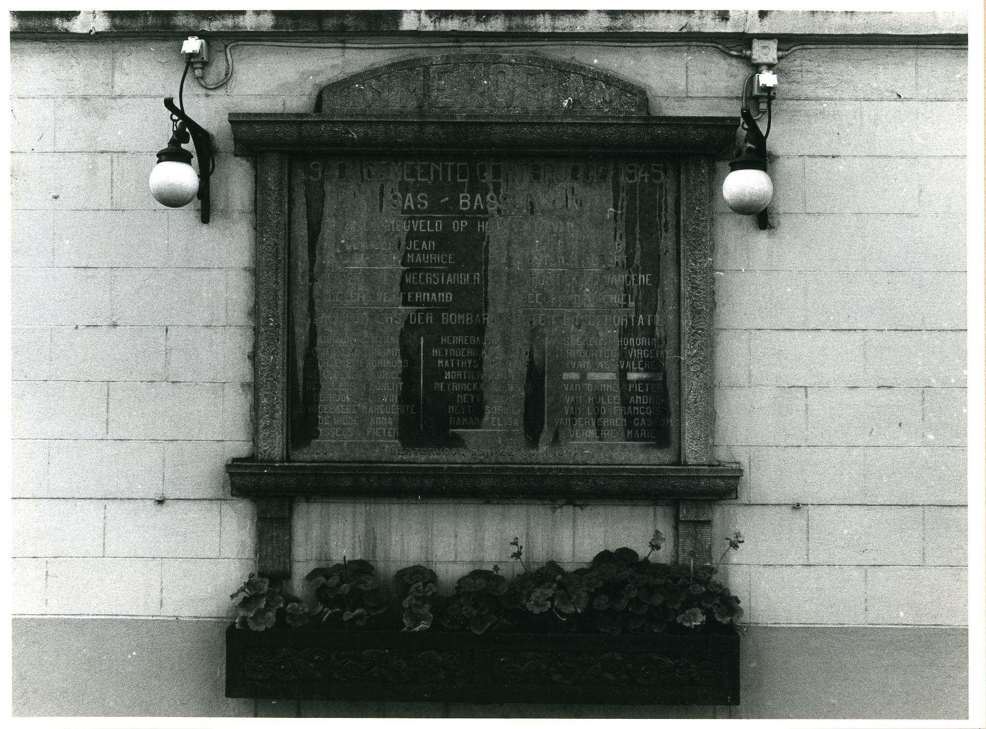 Gentbrugge: Kerkstraat 263: Gedenksteen WO II, 1980