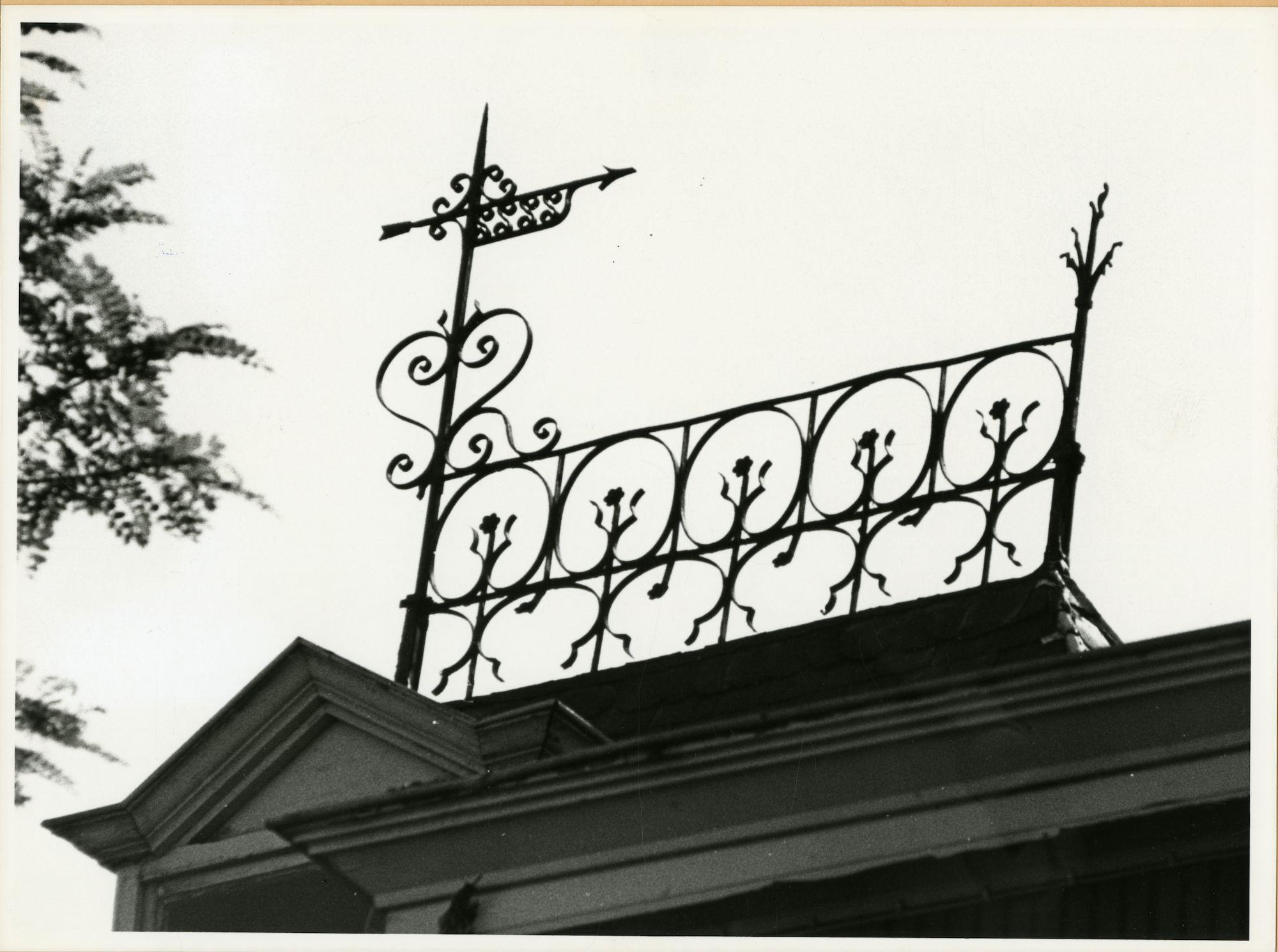 Gent: Meerhem 30: Nokversiering en windwijzer, 1979