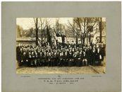"""Gent, groepsfoto vereniging"""" T.S.G. 'T zal wel gaan"""" Herinnering aan het Jubelfeest  1852- 23 maart 1902"""