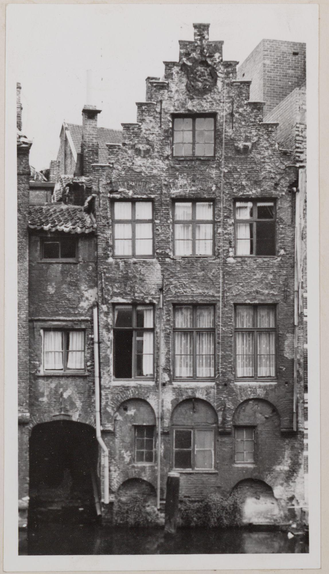Gent: Achtergevel huis in de Langemunt, uitkijkend op de Leie