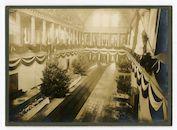 Gent: Koophandelsplein: Justitiepaleis: centrale hal van de Etappen-Inspektion (etappe-inspectie), aangekleed voor het kerstfeest, omstreeks 25 december 1915