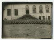 Gent: Sint-Pietersplein: Sint-Pietersabdij: St. Peterskaserne (infanteriekazerne): binnenkoer: groepsportret met officieren en soldaten van de 11. Kompagnie Ausbildungsbrigade (opleidingsbrigade), 1915-1916