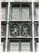 Gent: Graslei 8: Gildehuis Metselaars: reliëfs: vier gekroonden, 1980