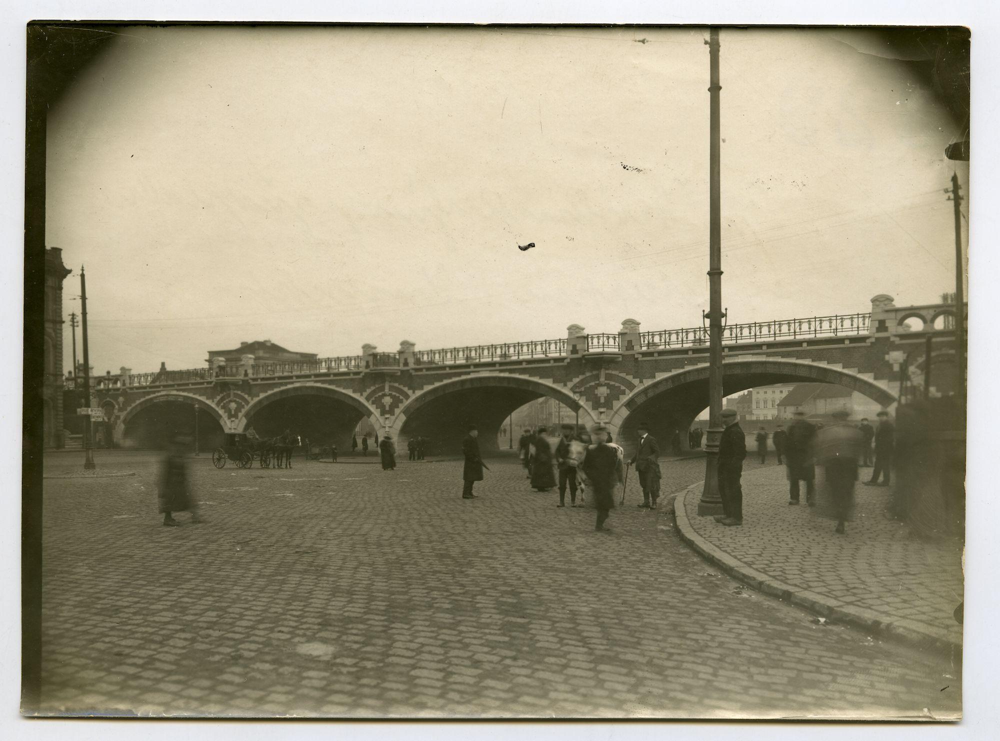 Gent: Oktrooiplein: spoorwegviaduct voor het oude station Gent-Dampoort, 1915-1916