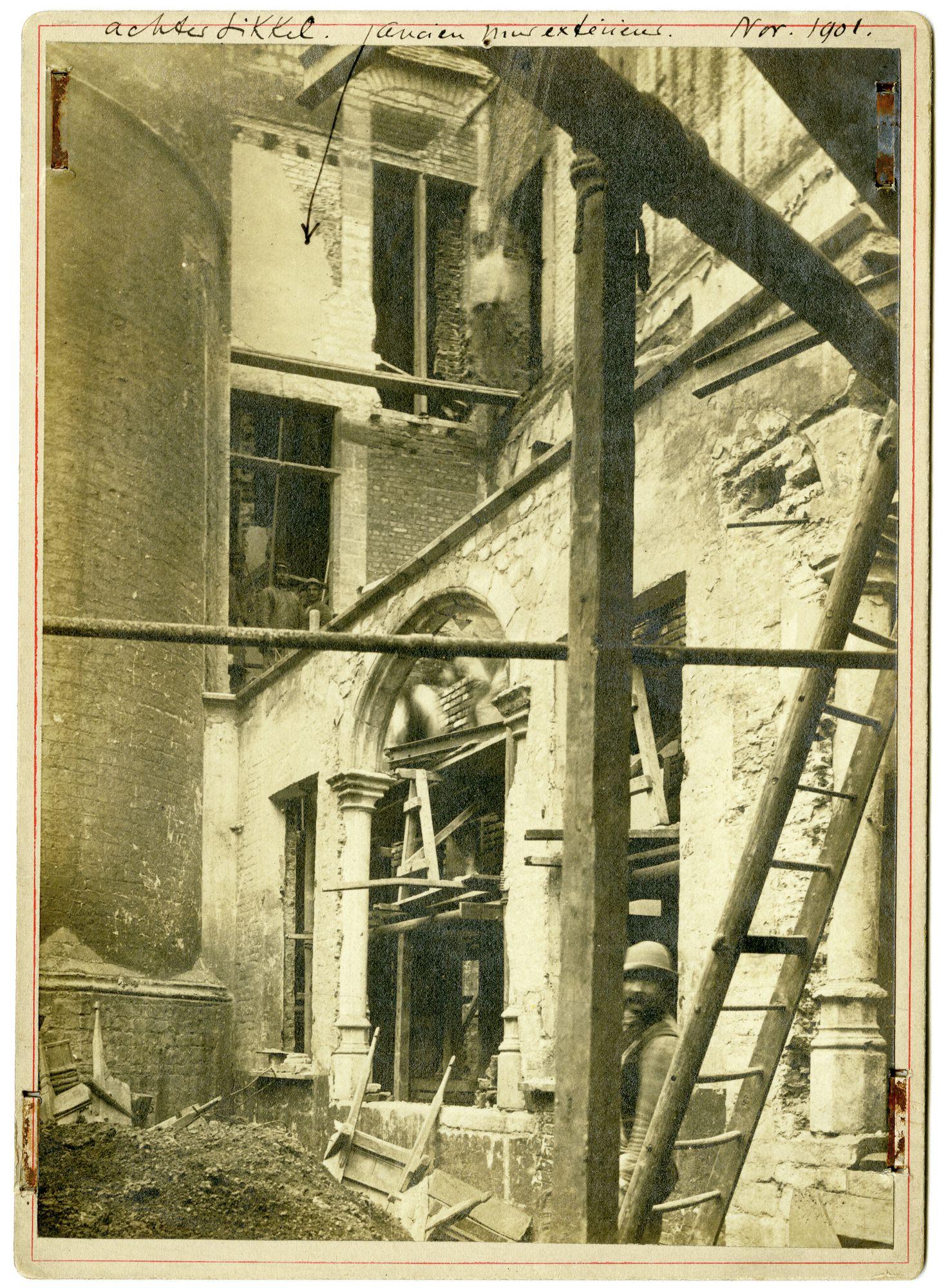 Gent: Achtersikkel, restauratie binnenplaats en buitenmuur