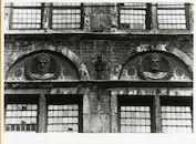 Gent: Burgstraat 4: reliëfs: Filips de Goede en Karel de Stoute