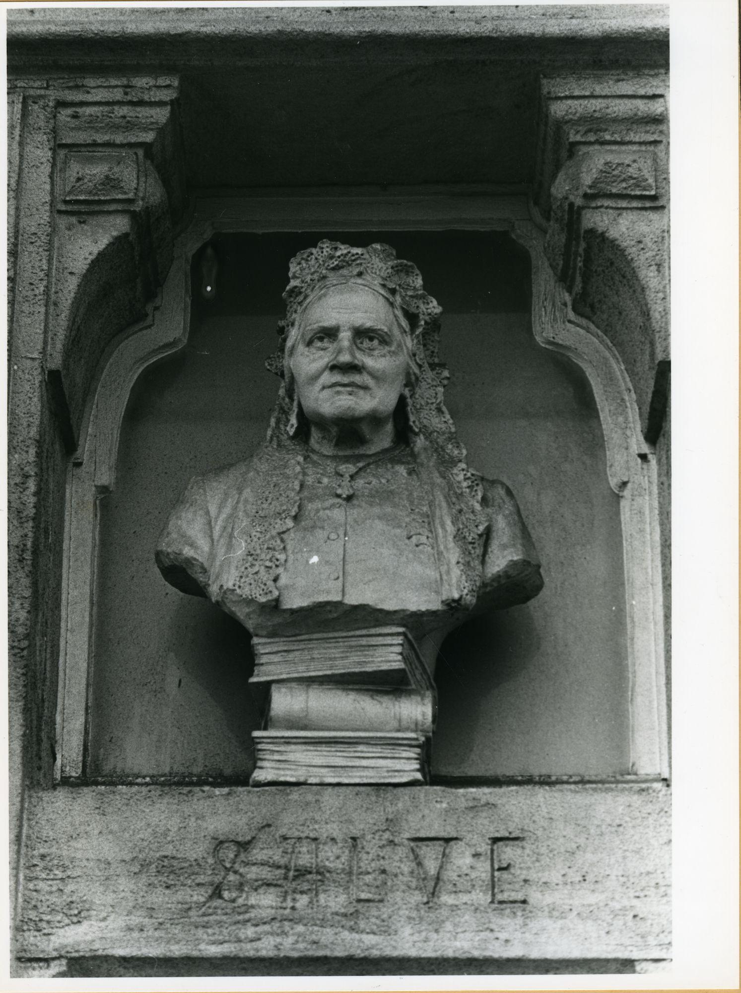 Gent: Vlaamse Kaai 50: Buste, 1979