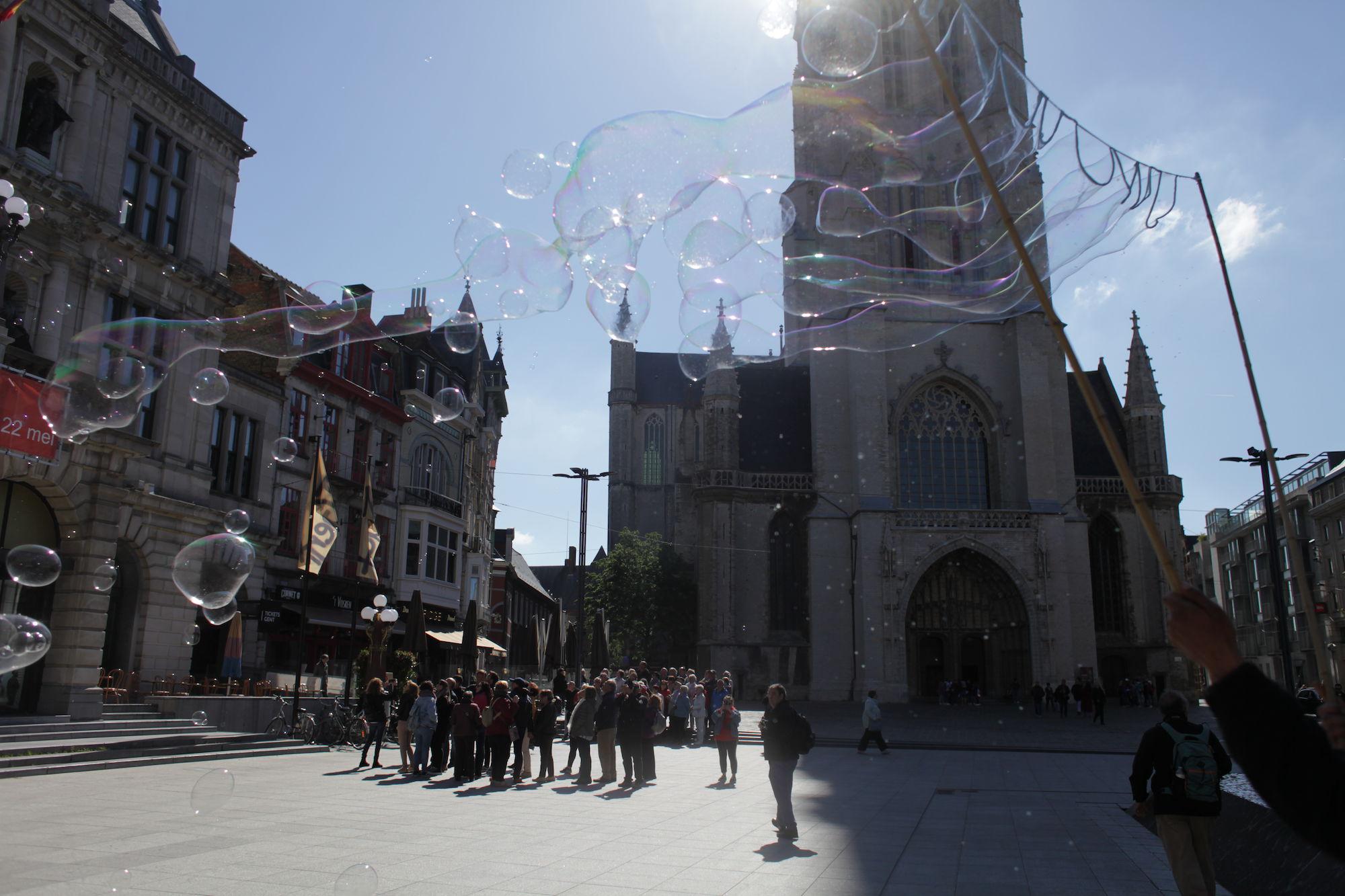 2019-05-14 Stad Gent_St Baafsplein Belfort Zeepbellen_IMG_9825.JPG