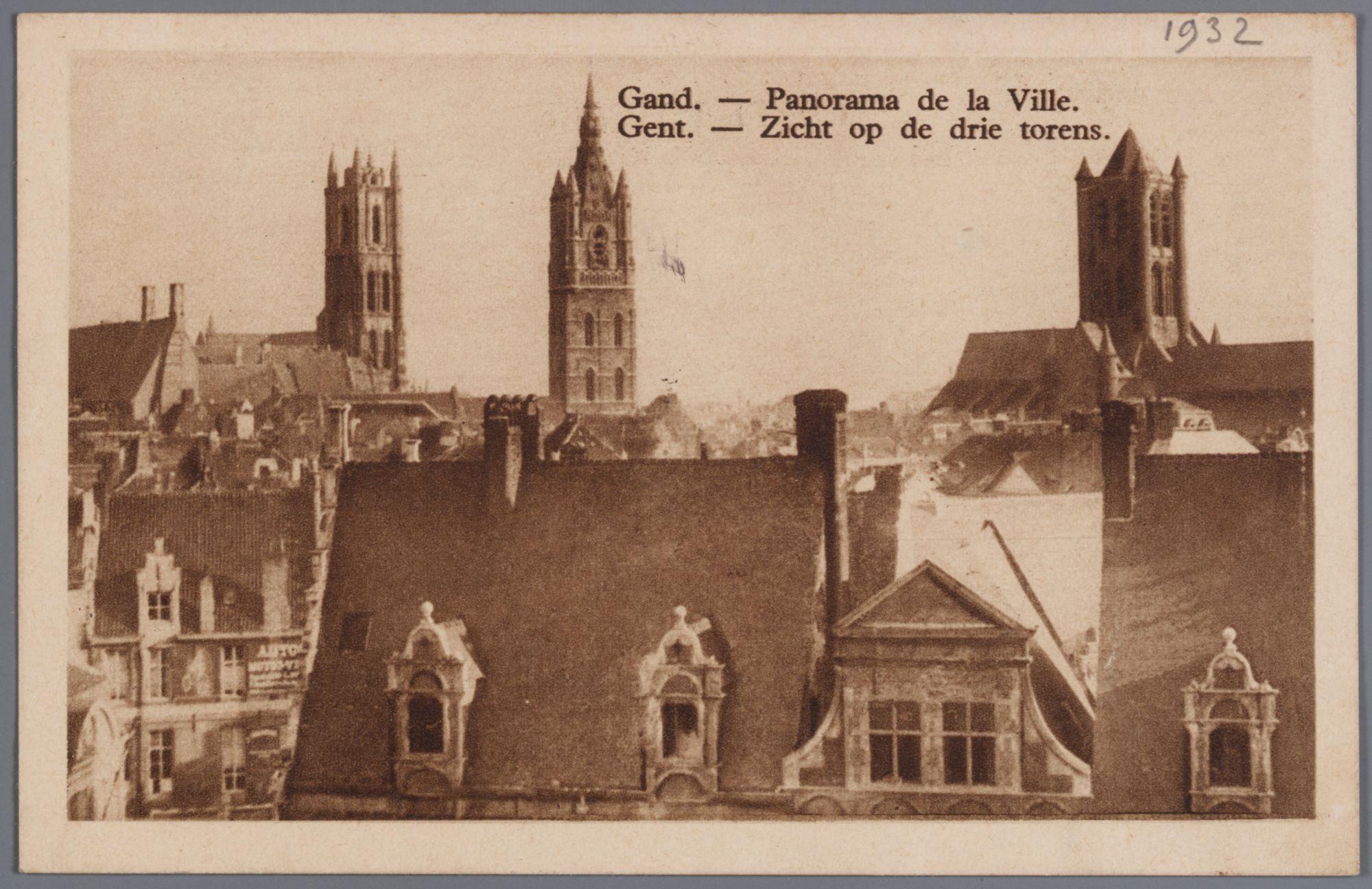 Gent: panoramazicht op de daken van de huizen van het Sint-Veerleplein en de drie toren, 1932