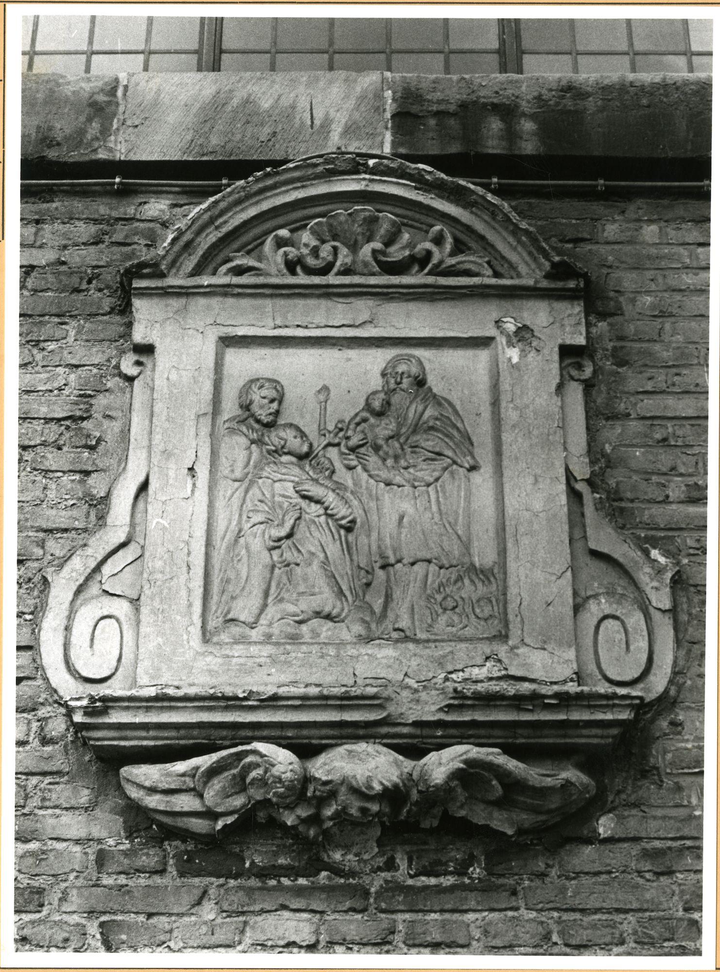 Gent: Lange Violettenstraat: Beeldhouwwerk