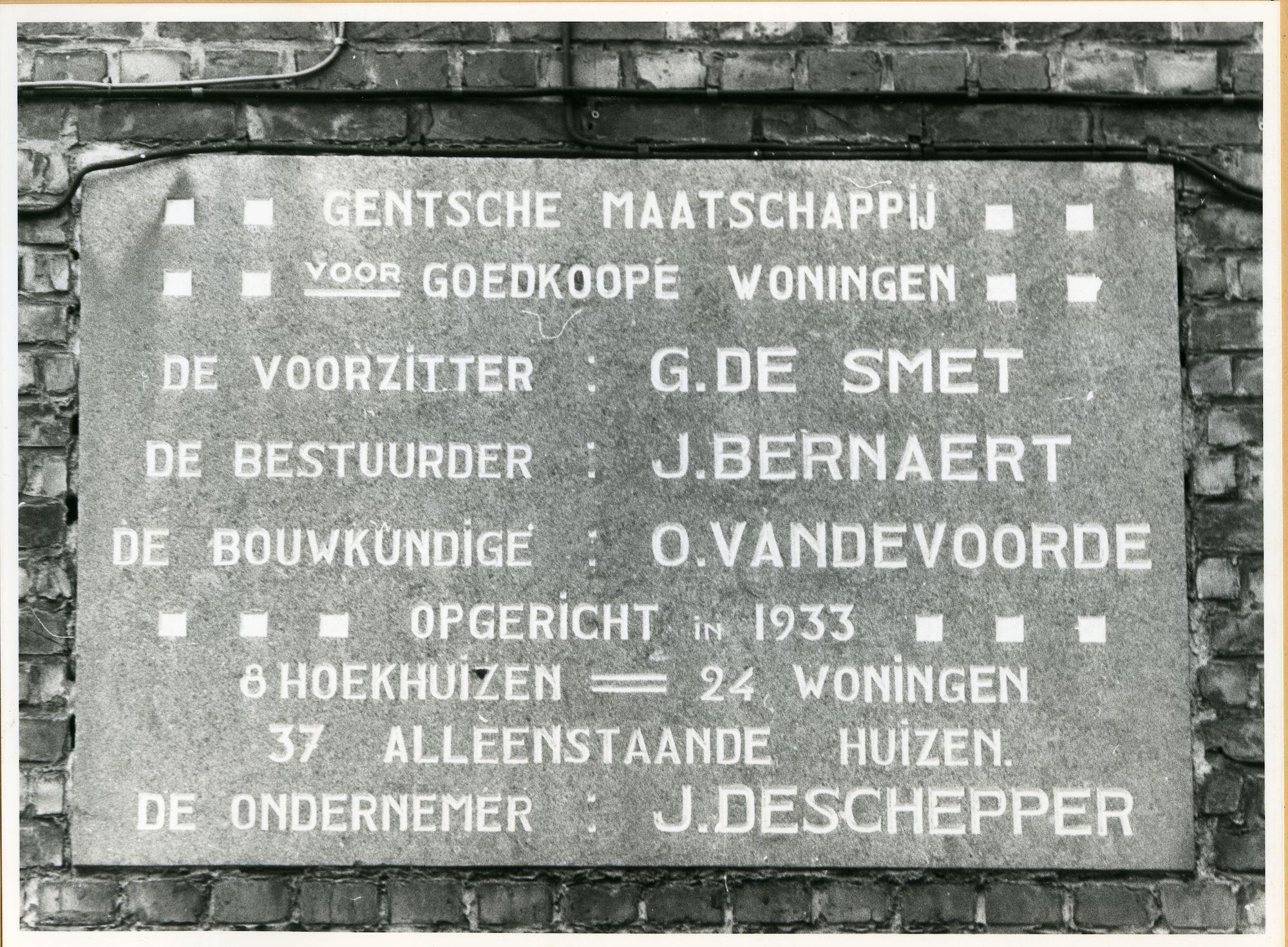 Gent: Narcisstraat 1: Gedenksteen, 1979