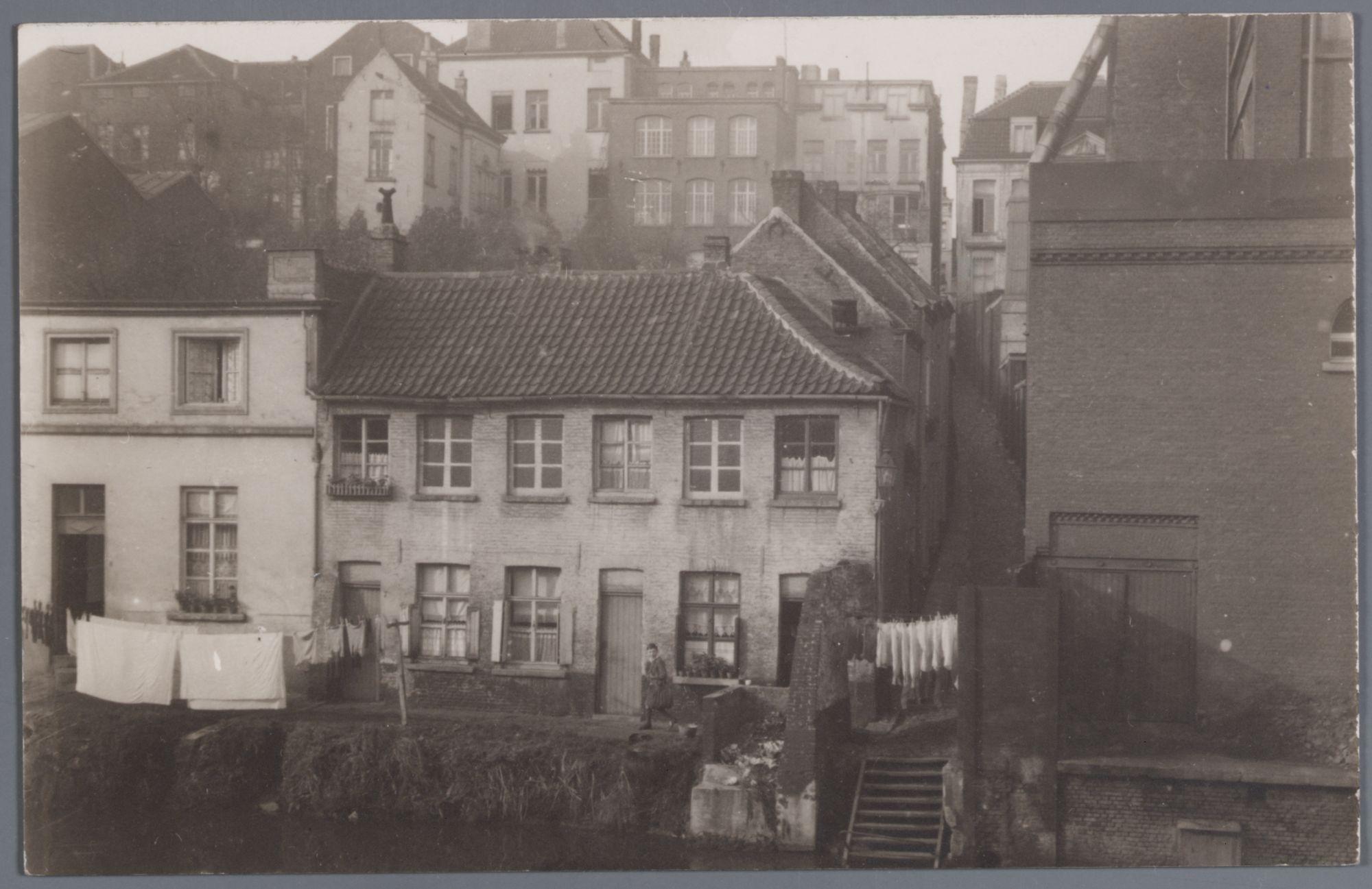Gent: zicht op huizen langs de Schelde, aan de Muinkkaai (?)