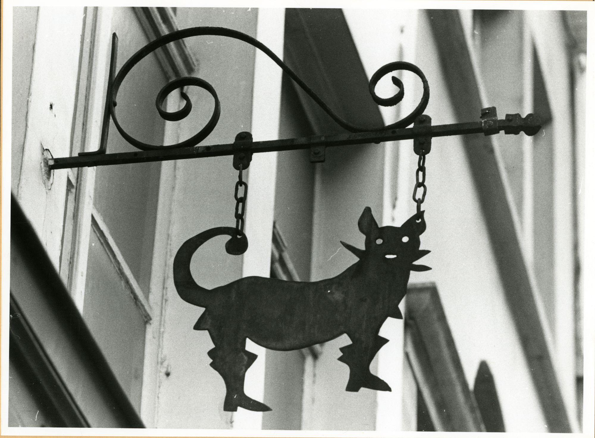 Gent: Jan Breydelstraat 6: Uithangbord gelaarsde kat, 1979