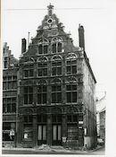 Gent: Burgstraat 4: reliëfs: Graven van Vlaanderen