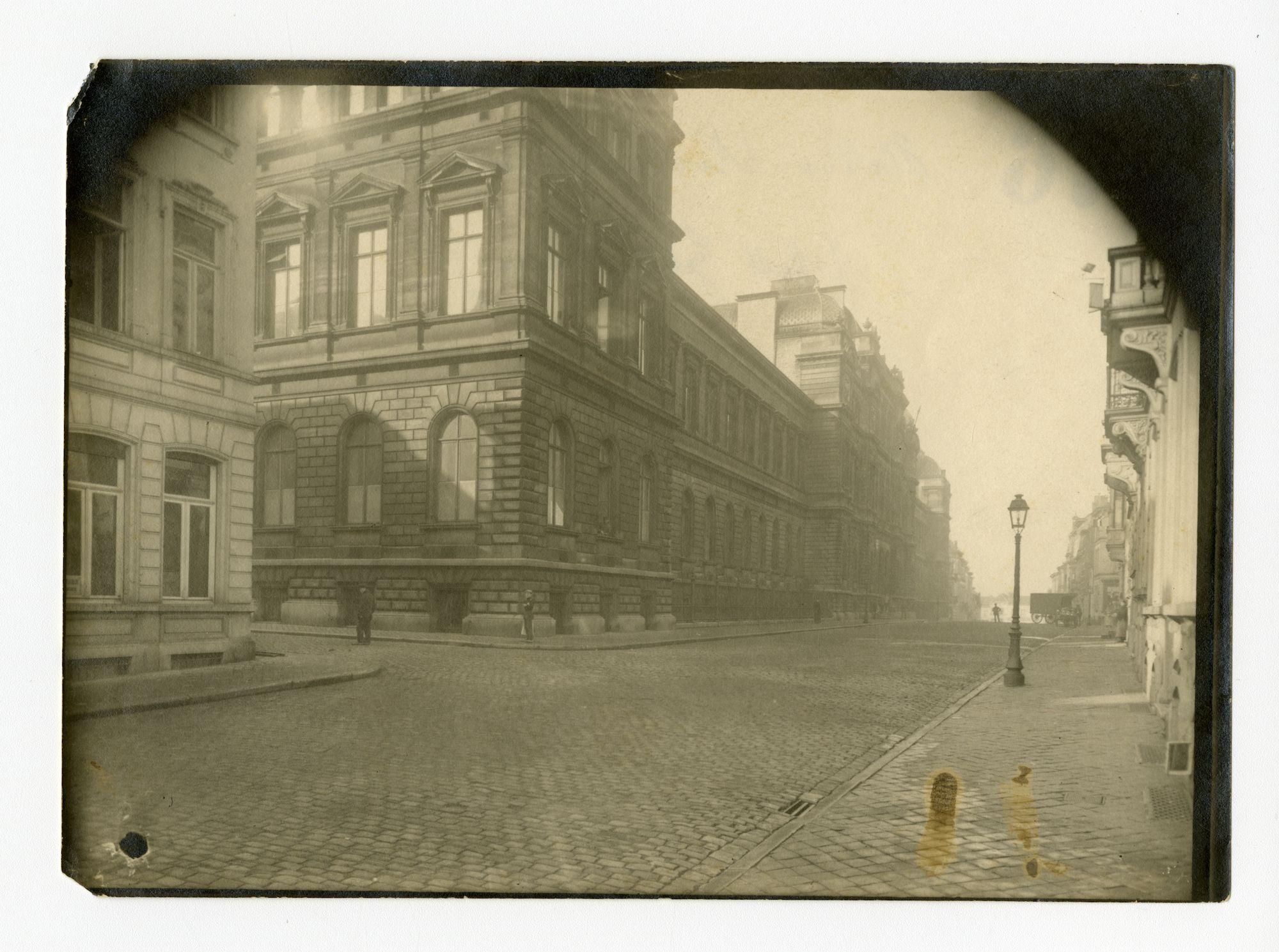 Gent: Jozef Plateaustraat, hoek Gustaaf Magnelstraat: 'Nieuwe Universiteit', 1915-1916
