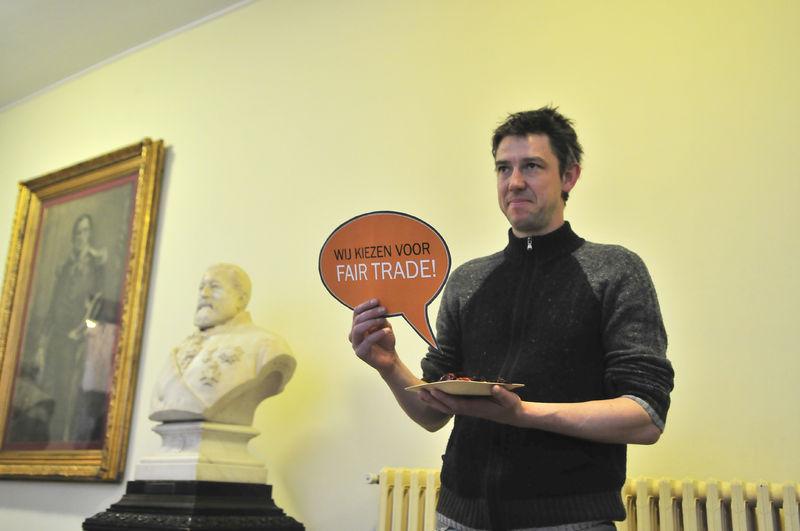Gentse gemeenteraadsleden gaan op de foto voor Fairtrade 08