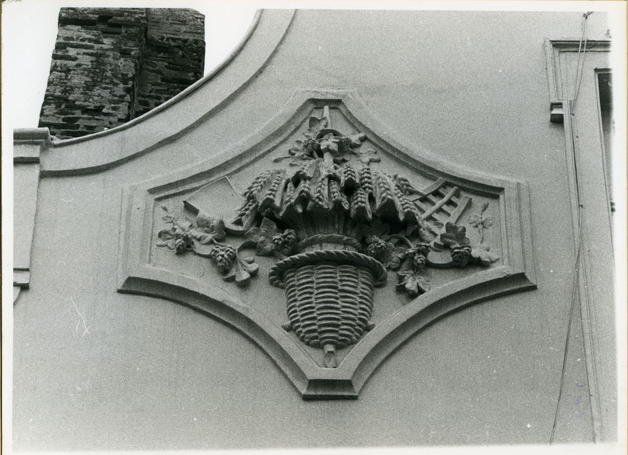 Gent: Steendam 66: Beeldhouwwerk